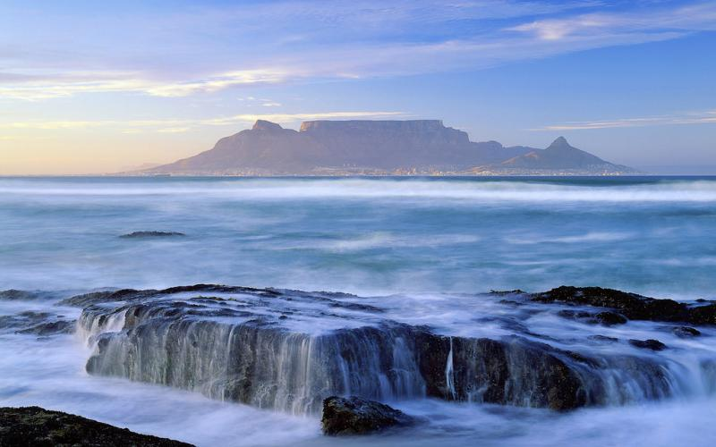 located at the southern tip of the african continent south africa